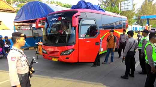 Penggorok Pemuda Asal Bengkulu yang Mayatnya Dibuang ke Jalan Siak Pekanbaru Dibekuk saat Hendak Kabur Pakai Bus di Perbatasan Sumbar-Jambi