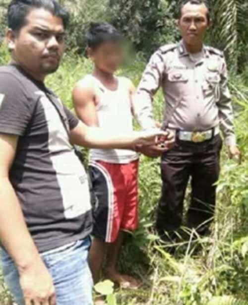 Seorang Wanita di Tanjungmedang Rokan Hilir Tiba-tiba Ditikam 2 Kali oleh Remaja 17 Tahun yang Memboncengnya, Nyawanya Selamat setelah Pura-pura Mati Sambil Menahan Sakit