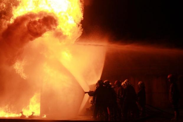 Diduga akibat Puntung Rokok, 5 Kapal Bea Cukai Terbakar di Batam