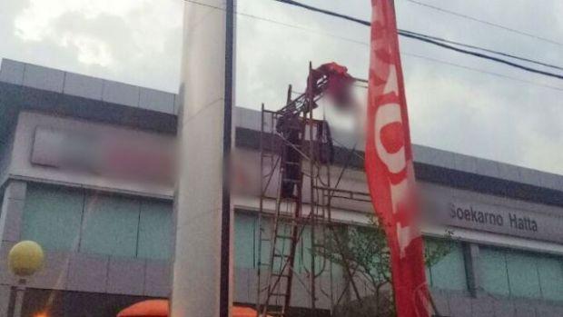 Petugas Kebersihan Tewas Tersetrum Listrik Saat Bersihkan Papan Nama Dealer Honda Sukarno-Hatta Pekanbaru