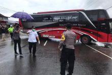2-bus-pariwisata-dari-dumai-nekat-masuk-bukittinggi-saat-psbb-ketahuan-bawa-72-tki