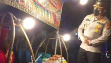 sempat-pucat-didatangi-pria-berseragam-polisi-seorang-penjual-kerak-telor-di-pekanbaru-kaget