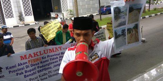 Jalan Banyak yang Rusak, Warga 13 Desa di Sumut Siap-siap Angkat Kaki dan Gabung ke Riau