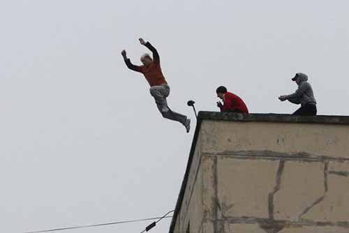 Terpergok Warga Mencuri Sarang Burung Walet, Dua Pencuri Nekat Terjun dari Lantai Dua di Rokan Hulu