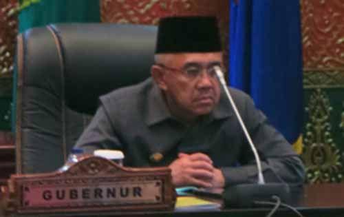 Tegangnya Wajah Gubernur Arsyadjuliandi Rachman Menyaksikan Pemungutan Suara Putaran Kedua Pemilihan Wakil Gubernur Riau