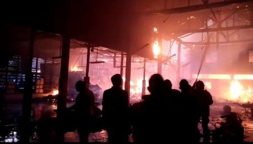 Si Jago Merah Hampir Lalap Habis Pabrik Kue Semprong di Selatpanjang