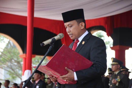 Mengenal Lebih Dekat Dani M Nursalam, Ketua DPRD Inhil yang Biayai Sendiri Sekolahnya dengan Jualan Es Keliling dan Jadi Pengantar Kayu