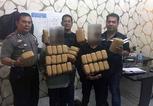 Pelajar Aceh Coba Selundupkan 30 Kilogram Ganja ke Pekanbaru, Paketnya Ditimpa dengan Buah Langsat