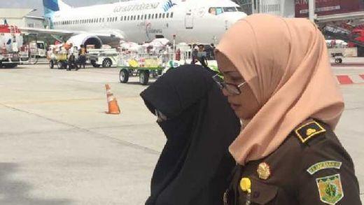 Hendak Kabur ke Batam Lewat Jakarta, Notaris Kondang Pekanbaru Neni Sanitra Ternyata Pakai Identitas Palsu