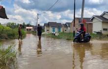 warga-perumahan-pesona-harapan-indah-pekanbaru-3-tahun-menderita-akibat-banjir