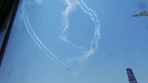 Ada Pesan Cinta Pesawat Jupiter Aerobatik TNI AU di Langit Pekanbaru