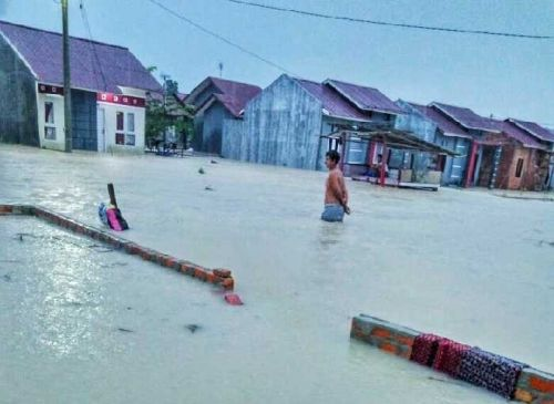 Permukiman Warga Jalan Uka Pekanbaru Direndam Banjir akibat Luapan Air dari Drainase