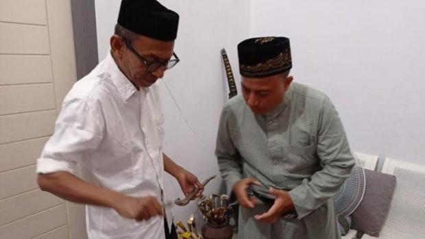 Telusuri Sejarah dengan Bersepeda Selama 16 Hari, Keturunan Sultan Siak Riau Kunjungi Rumah Cek Midi di Aceh