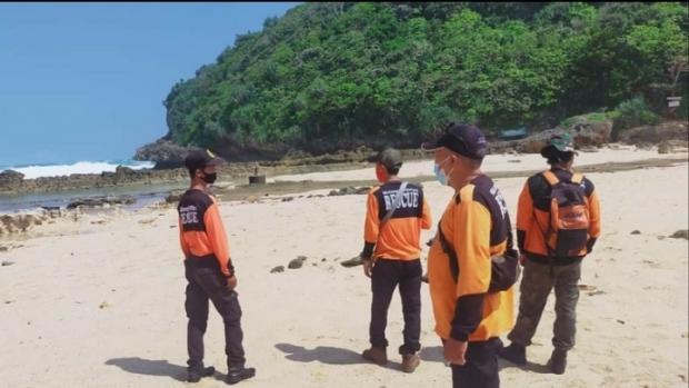 Pencarian Mahasiswa Asal Riau Tenggelam di Pantai Batu Bengkung Malang Masih Nihil