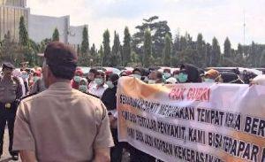 Melawan Toke, Ratusan Tenaga Medis Unjuk Rasa di Kantor Gubernur Riau