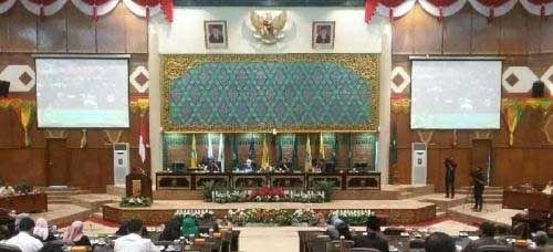 Seperti Ingin Menguji dengan Interupsi Bertubi-tubi, Hj Septina Tenang dan Cakap Pimpin Rapat Paripurna Perdana di DPRD Riau