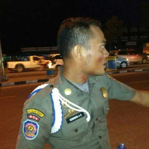 Gerombolan Anak Punk Serang Anggota Satpol PP di Perempatan Pasar Pagi Arengka Pekanbaru, Seorang Terluka Dipukul Gitar