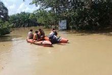 sempat-lumpuh-akibat-banjir-di-rokan-hulu-jalur-lintas-riausumut-kembali-normal