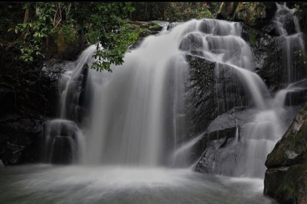 Air Terjun Tembulun Berasap, Destinasi Wisata yang Sejuk dan Asri di Desa Pejangki Indragiri Hulu