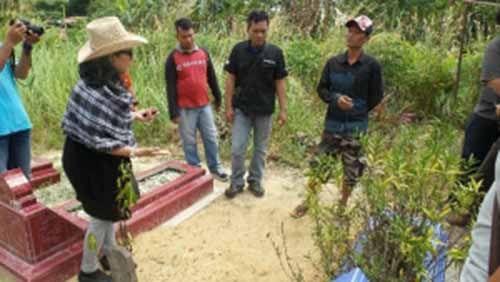 Ikut Saksikan Pembongkaran Makam Balita 18 Bulan yang Tewas Diduga Tak Wajar, Paman Korban Mengaku Tahu Keponakannya Meninggal saat akan Dikuburkan