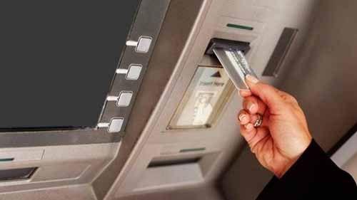 Dibantu Pria Tak Dikenal Memasukkan Kartu ATM di Jalan Saleh Abbas Pekanbaru, Perempuan Ini Malah Kehilangan Uang Rp45 Juta