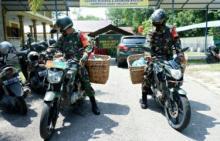 prajurit-tni-di-pekanbaru-keliling-bawa-nasi-bungkus-sasar-warga-terdampak-ppkm