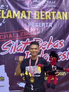 di-ajang-silat-bebas-indonesia-m-rizki-pesilat-tapak-suci-bengkalis-raih-medali-emas