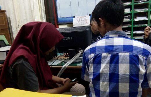 Memalukan! Pasangan Muda dari Riau Tertangkap Basah Sedang Mesum di Dalam Mobil Feroza di Areal Gedung Parkir Kota Bukittinggi