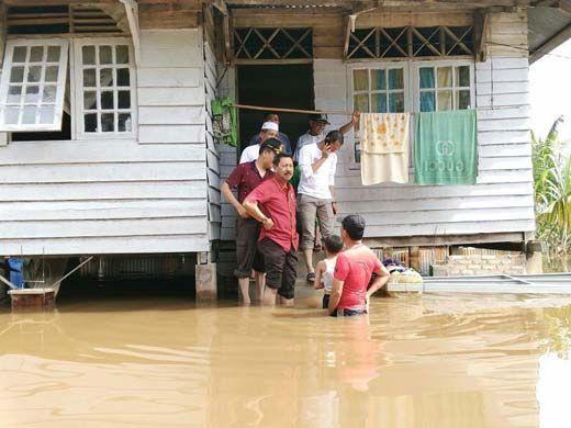 Diguyur Hujan Deras Sehari Semalam, Pekanbaru Dilanda Banjir