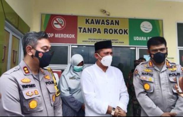 Pembubaran Kerumunan di Rumah Dinas Bupati Meranti Dilakukan TNI & Polisi setelah sang Kepala Daerah Selesai Pidato