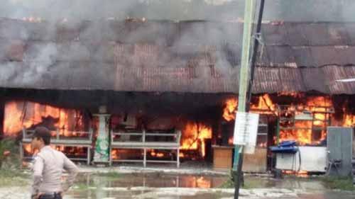 Ditinggal Mudik, Angkringan Koboy di Jalan Sudirman Pekanbaru Terbakar