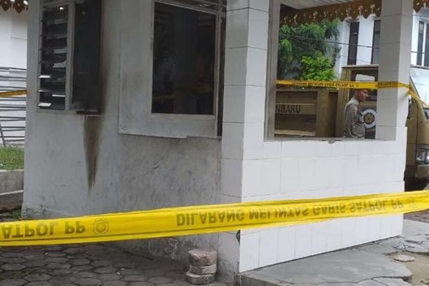 Pos Satpol PP Pekanbaru Dilempar Bom Molotov oleh Orang Tak Dikenal