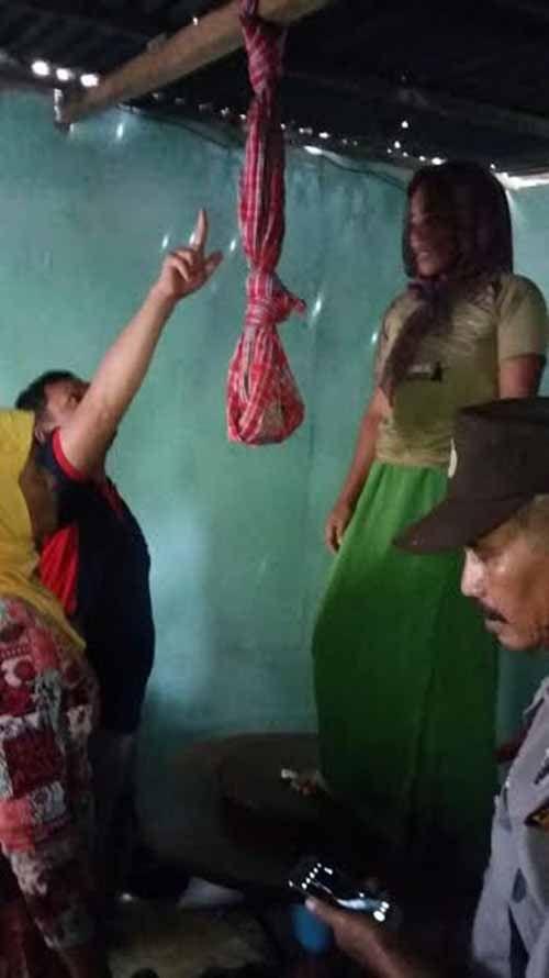 Warga Desa Rambaian GAS Inhil Geger Dengar Jeritan dari Rumah Rohani, Kaget Temukan Putrinya Gantung Diri padahal Baru Sarapan Bersama