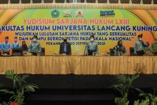beri-motivasi-ke-peserta-yudisium-lxiii-fahmi-sebut-3-bupati-di-riau-adalah-alumni-fh-unilak