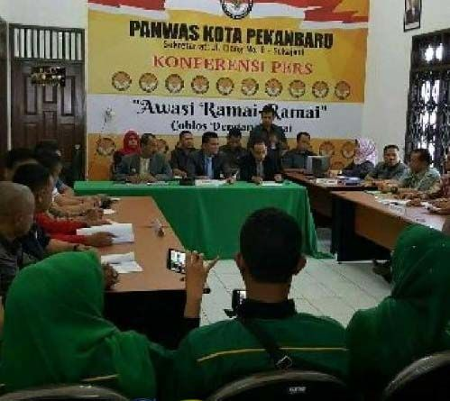 Sidang Sengketa Pilkada di Kantor Panwas: KPU Pekanbaru Tetap Nyatakan Pasbalon Dastrayani-Said Usman Tak Memenuhi Syarat
