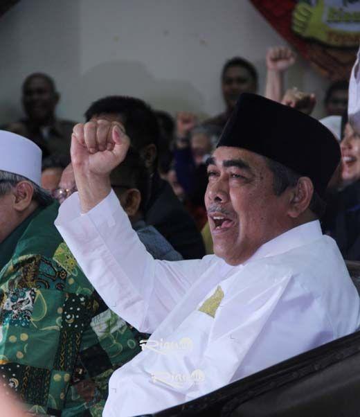 Mantan Wali Kota Pekanbaru Herman Abdullah Dilarikan ke RS Awal Bros, Diduga Pembuluh Darahnya Pecah