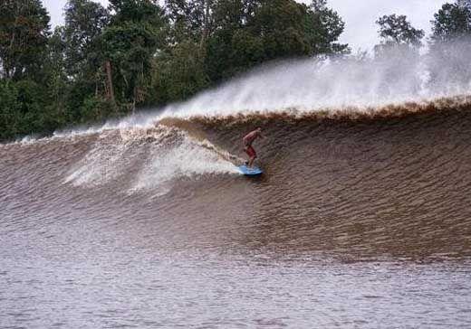 """<i>Speedboat</i> Diterjang Gelombang Bono """"7 Hantu"""" Pelalawan, Balita dan 3 Orang Dewasa Hilang"""