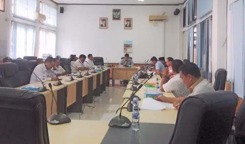 "Legislator Rustam Effendi Sebut Kuansing Sudah ""Karam"" dan Sarankan Sekda agar Gadaikan APBD 2017 ke Bank"