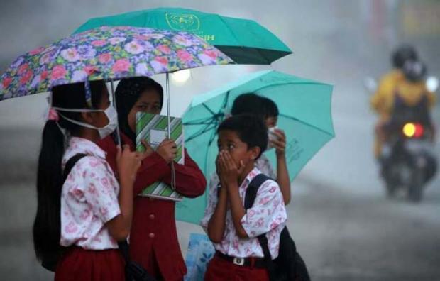 Kabut Asap Riau Bikin Pernapasan Ratusan Jiwa Terganggu